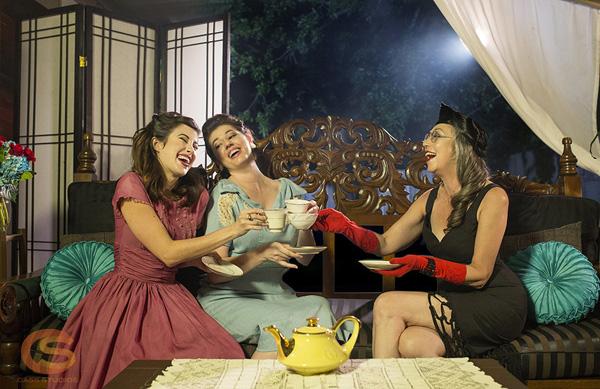 F5A78221 Temptress with a Tea Pot