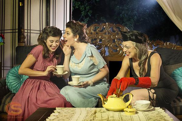 F5A78471 Temptress with a Tea Pot
