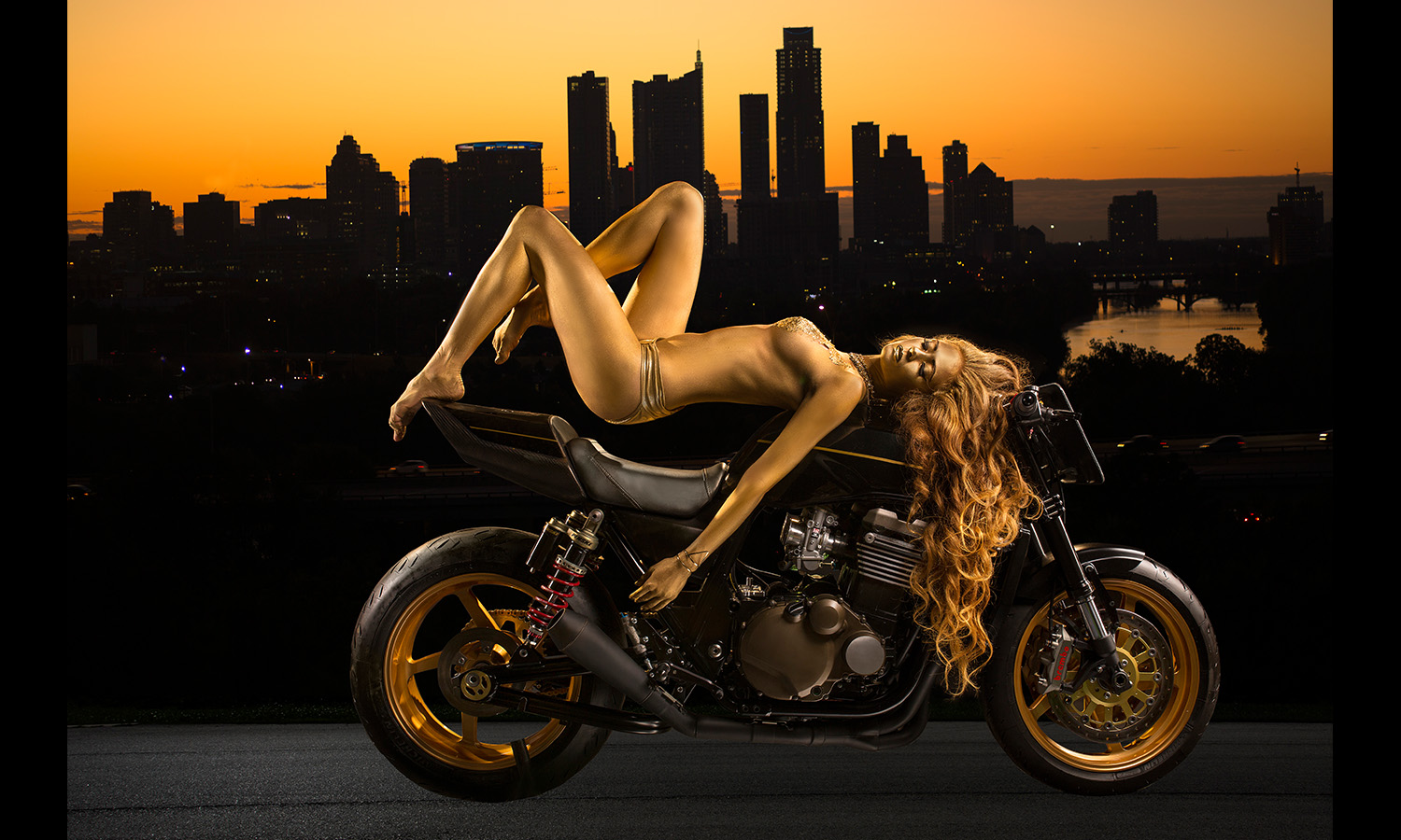 golden bodypaint babe onmotorcycle Motorcycle Babes